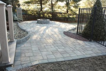 33-Paver Patio with block fire Pit